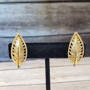 Vtg BSK clip gold tone leaf earrings